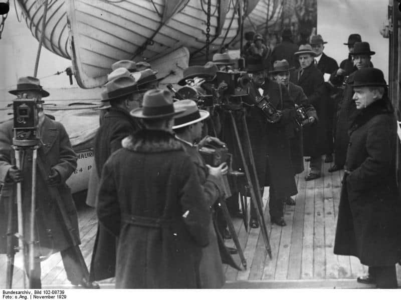 Photographers capture John D. Rockefeller as he arrives in London, 1929